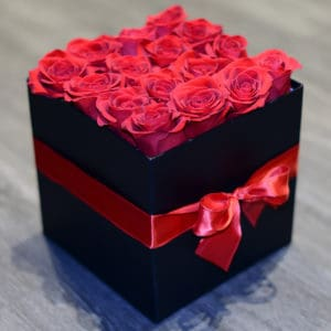 Hat Box of 16 Red Roses
