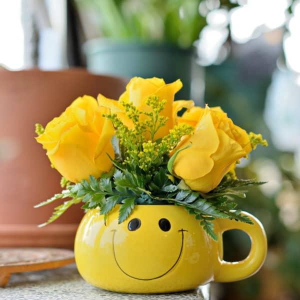 Smiley Mug Rose Bouquet