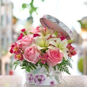 Dragonfly Hatbox Flowers